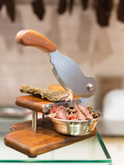 Dried meat cutter
