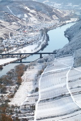 Landschaft der Mosel im Winter
