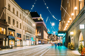 Foto op Canvas Europese Plekken Helsinki, Finland. Night View Of Aleksanterinkatu Street With Railroad In Kluuvi District In Evening Christmas Xmas New Year Festive Illumination