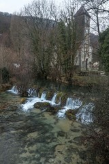 La Cuisance , rivière du Jura à Les Planches Près Arbois, France