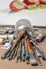 pennelli e colori del pittore