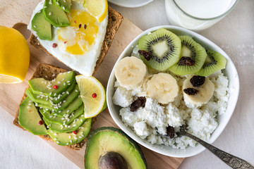 sandwich with avocado and egg, cottage cheese with banana and kiwi,