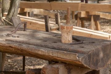 Outils du charpentier - maillet sur établi