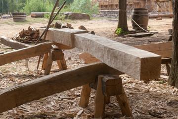 Travail du charpentier - usinage d'une poutre