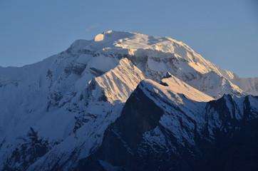 Photo sur Aluminium Pleine lune パキスタンのフンザの絶景 美しい山と青空と雲