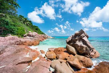 Wall Mural - Rote Felsen am Strand, Anse Lazio, Praslin, Seychellen