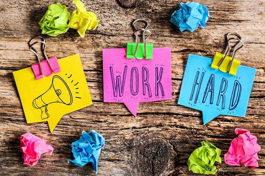 Note Post-it : work hard