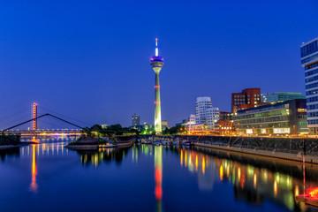 Sommerabend am Medienhafen Düsseldorf