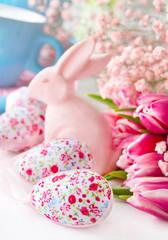 Ostern - Osterhase und Tulpen