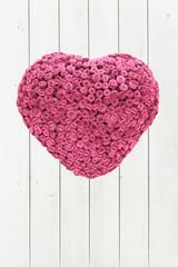 Herz aus Rosen, Holz Hintergrund