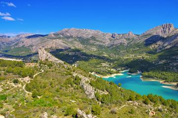 See bei Guadalest in den Felsen, Costa Blanca in Spanien - Lake Guadalest in mountains, Costa Blanca