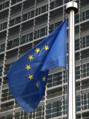 EU-Fahne vor dem EU-Kommissionsgebäude, Brüssel