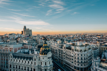 Foto op Plexiglas Madrid View of the Metropolis Building and Gran Via from the Circulo de Bellas Artes rooftop at sunset, in Madrid, Spain