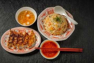 典型的な中華料理 typical Chinese cuisine (dumplings, etc)