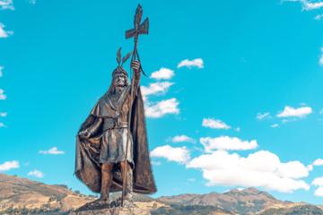 Estatua del Inca Atahualpa en la Alameda de los Incas Cajamarca Perú