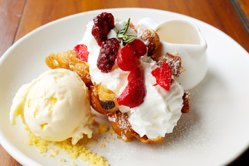 Waffle cream berry with ice cream