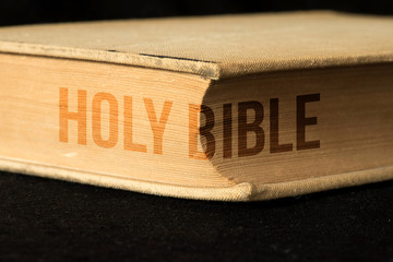 Eine alte Bibel