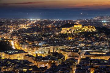 Fototapete - Blick über die beleuchtete Skyline von Athen, Griechenland, mit der Akropolis, Syntagma Platz bis zum Meer nach Sonnenuntergang