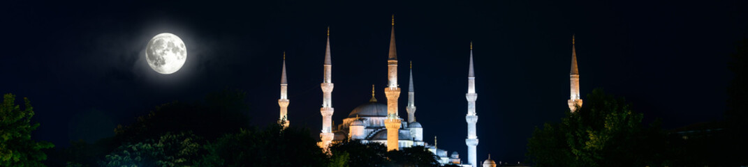 Blue Mosque or Sultanahmet at night, Istanbul, Turkey