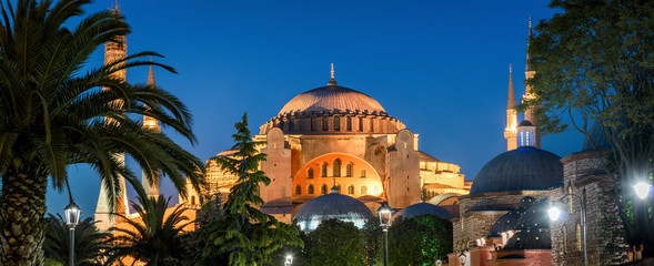 Fototapete - Scenic panorama of the Hagia Sophia at night, Istanbul, Turkey
