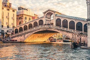 Obraz Ponte di rialto in Venedig - fototapety do salonu