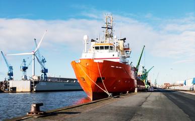 Bremerhaven in Norddeutschland, Spezialschiffe an der Pier im Fischereihafen