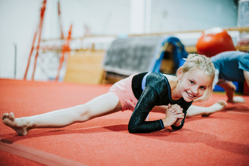 Foto op Aluminium Gymnastiek Young gymnast stretching her body