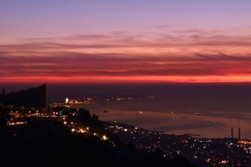 Papiers peints Grenat vue de Beyrouth, Lebanon depuis la montagne de harissa au crepiscule