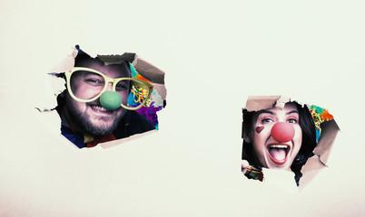 Freunde Paar Mann und Frau als Clown verkleidet