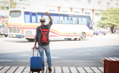 the tourist With backpacks And the luggage at the carriage.