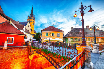 Photo sur Aluminium Europe de l Est Evangelical Cathedral and the Liars Bridge in the center of Sibiu