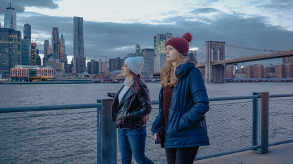 Walk along the Hudson River with a beautiful view over the Manhattan skyline