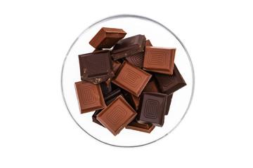 Schokolade in einer Glasschale