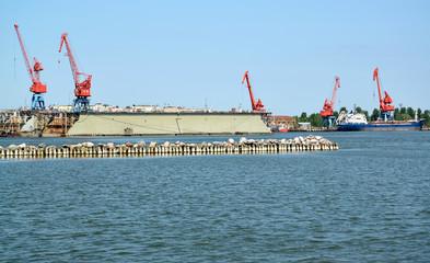 Fond de hotte en verre imprimé Port View of floating ship dock from the sea. Kaliningrad region