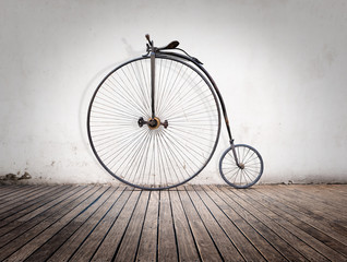 Fotobehang Fiets penny-farthing, high wheel retro bike on wood floor