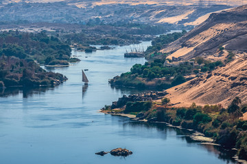 Sunset over the Nile River in the city of Aswan with sandy and deserted shores Papier Peint