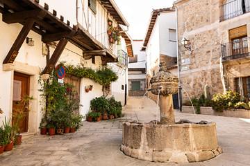 Plaza de la Fuente de los Chorros en Cuacos de Yuste, La Vera (Cáceres).