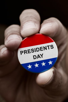 pin button with the text presidents day