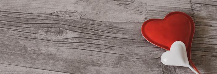 Valentinstag, Liebe, Love, Herz, Heart, rot, weiz, holz, grau, Partnerschaft, Partner, Mann, Frau