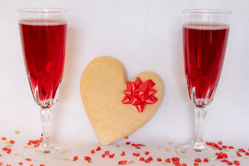 heart gift with two glasses of bubbly