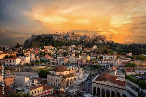 Wall mural Sonnenuntergang über der Plaka, der Altstadt von Athen, Griechenland, mit der Akropolis und dem Parthenon Tempel