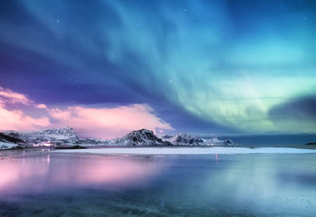 Photo sur Toile Bleu jean Aurora borealis on the Lofoten islands, Norway. Green northern lights above ocean. Night sky with polar lights. Night winter landscape with aurora and reflection on the water surface. Norway-image