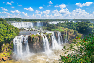 Photo sur Aluminium Brésil Beautiful view of Iguazu Falls, one of the Seven Natural Wonders of the World - Foz do Iguaçu, Brazil