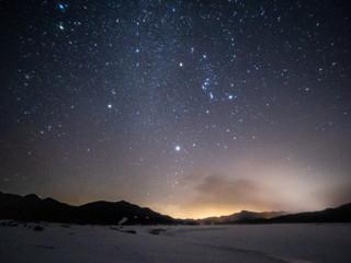 タウシュベツ川橋梁と冬の星座