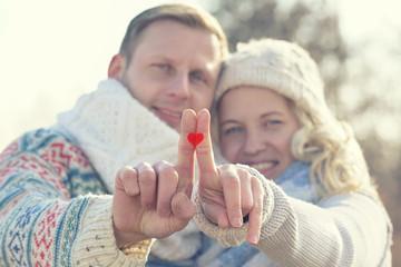 zusammen passen - junges verliebtes Paar