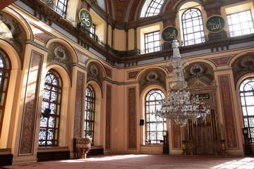 Dolmabahce Bezmialem Valide Sultan Mosque interior