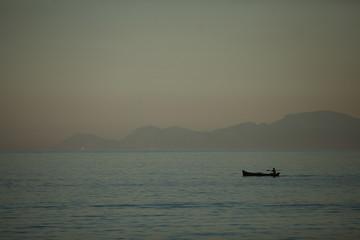 canoeiro em Paraty