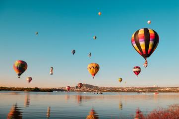 Poster Ballon Globos aerostáticos sobre laguna