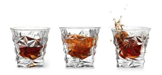 Set of glasses with expensive whiskey on white background Fototapete