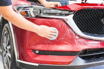 Lackpflege eines Autos, Wachsen